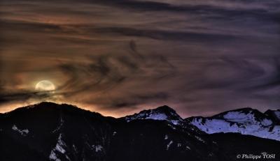Lever de Lune sur les Pyrénées (en HDR)